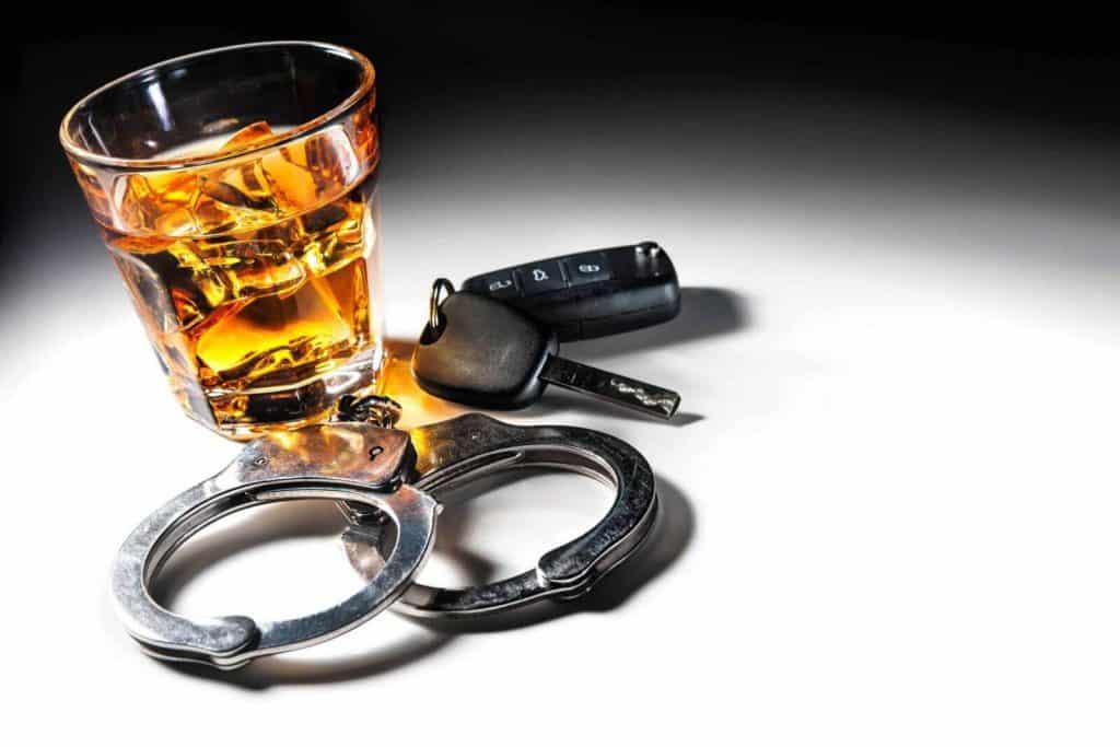 """שלילת רישיון נהיגה בשכרות - עו""""ד תעבורה ערן עקראוי"""