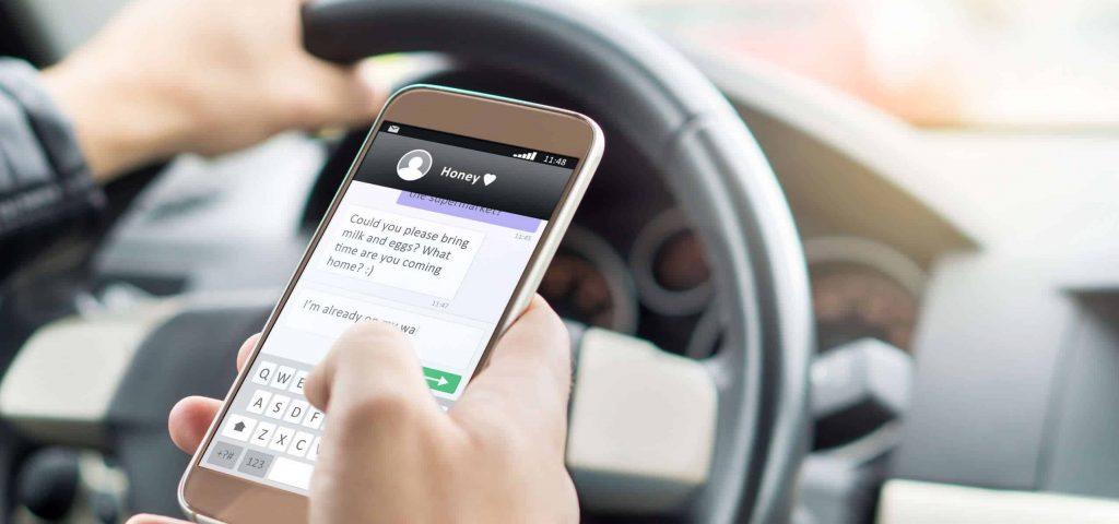 שימוש בטלפון בזמן נהיגה או דיבור בטלפון בזמן נהיגה - עו